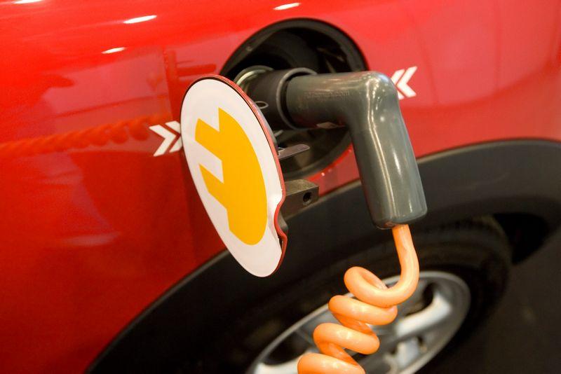 Technologija, leisianti elektromobiliams nuvažiuoti 10 kartų toliau, jau sukurta. Vladimiro Ivanovo (VŽ) nuotr.