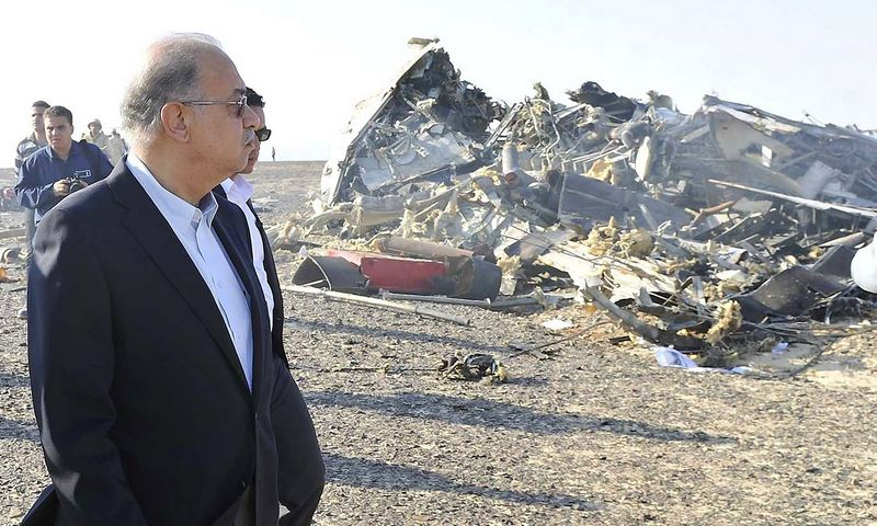 Egypt's Prime Minister Sherif Ismail looks at the remains of a Russian airliner after it crashed in central Sinai near El Arish city, north Egypt, October 31, 2015. REUTERS/Stringer