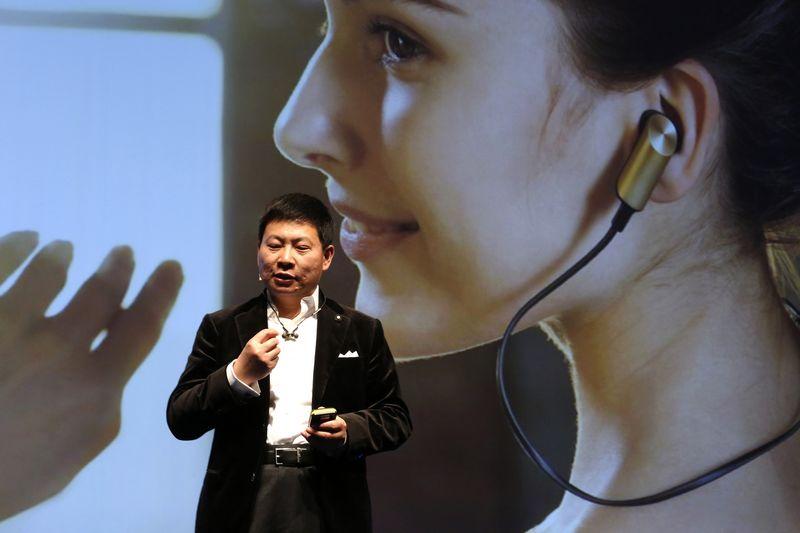 """Richardas Yu, """"Huawei"""" vartotojų verslo grupės direktorius. Gustau Nacarino (""""Scanpix""""/""""Reuters"""") nuotr."""