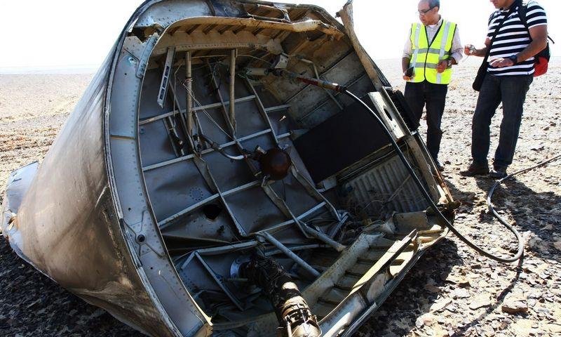"""Sinaujaus pusiasalyje, Egipte, nukritęs Rusijos avialinijų lėktuvas. Maximo Grigoryevo (""""Reuters"""" / """"Scanpix"""") nuotr."""