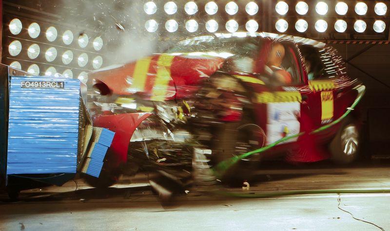 """""""Euro NCAP"""" saugumo ekspertai patikrino, kiek saugūs """"Audi"""" ir """"Honda"""" naujausi modeliai. Michaelio Dalderio (""""Reuters"""" / """"Scanpix"""") nuotr."""