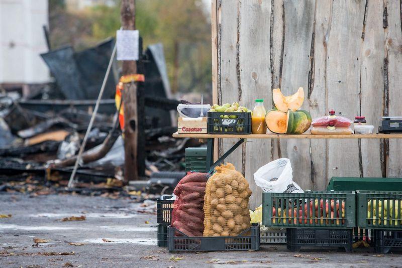 Sudegusi Centrinė ūkininkų turgavietė Ukmergės gatvėjė, Vilniuje. Juditos Grigelytės (VŽ) nuotr.