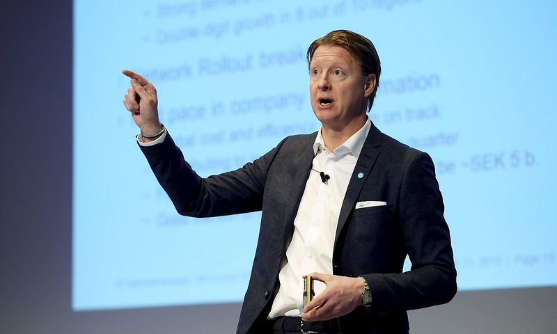 Ericsson's CEO Hans Vestberg presents the company's sales report during a news conference at the company headquarters in Stockholm, October 23, 2015.   REUTERS/Jessica Gow/TT News Agency