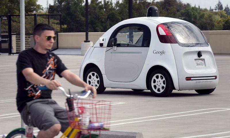 """Tesla"" žada autonominį automobilį turėti po 3 metų, ""Google"" – po 5, o Japonijos automobilių gamintojai – 2025 m. Elijah Nouvelage (""Reuters""/ ""Scanpix"") nuotr."