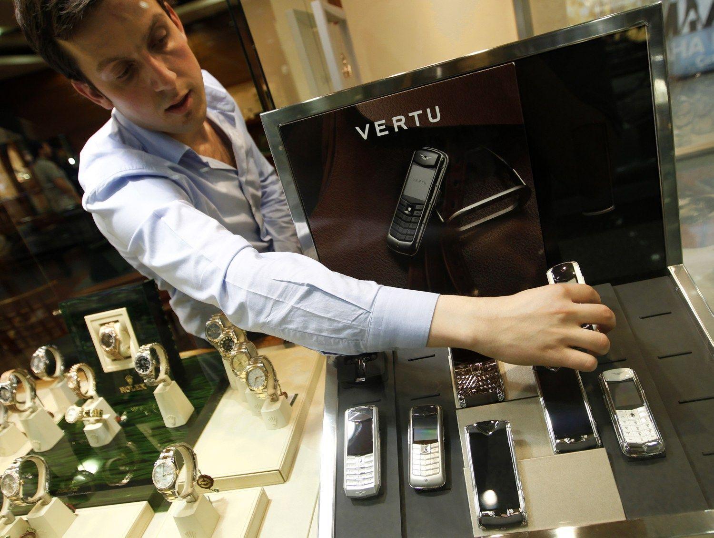 Prabangi� telefon� gamintoja �Vertu� parduota kin� investuotojams