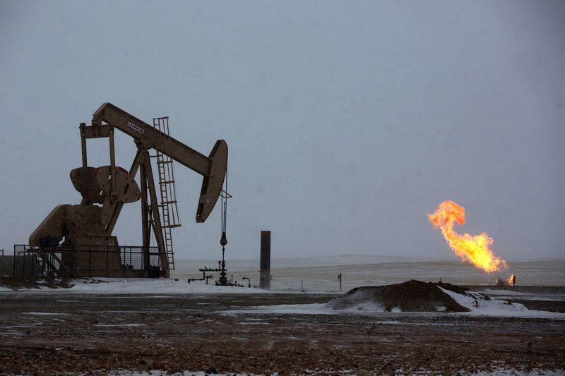 """Prognozuojama, kad Iki 2040 naftos paklausa augs vos 9 mln. barelių, maždaug tiek paklausa ūgtelėjo tarp 2008  ir 2014 m. """"Reuters"""" / """"Scanpix"""" nuotr."""
