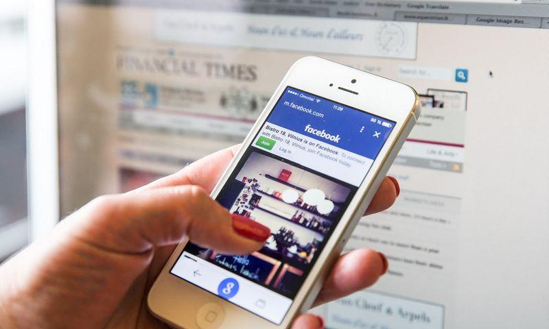 """Draudimas """"landžioti"""" į socialinių tinklų tinklapius darbo metu nėra geras sprendimas, nes yra daug įmonių, kurios tokio draudimo neturi ir jos įgyja pranašumą prieš tas, kurios tai draudžia. JUDITOS GRIGELYTĖS (VŽ) NUOTR."""