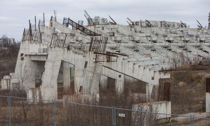 Nebaigtas statyti Nacionalinis stadionas Šeškinės mikrorajone. Suprojektuotas 1985 metais. Juditos Grigelytės (VŽ) nuotr.