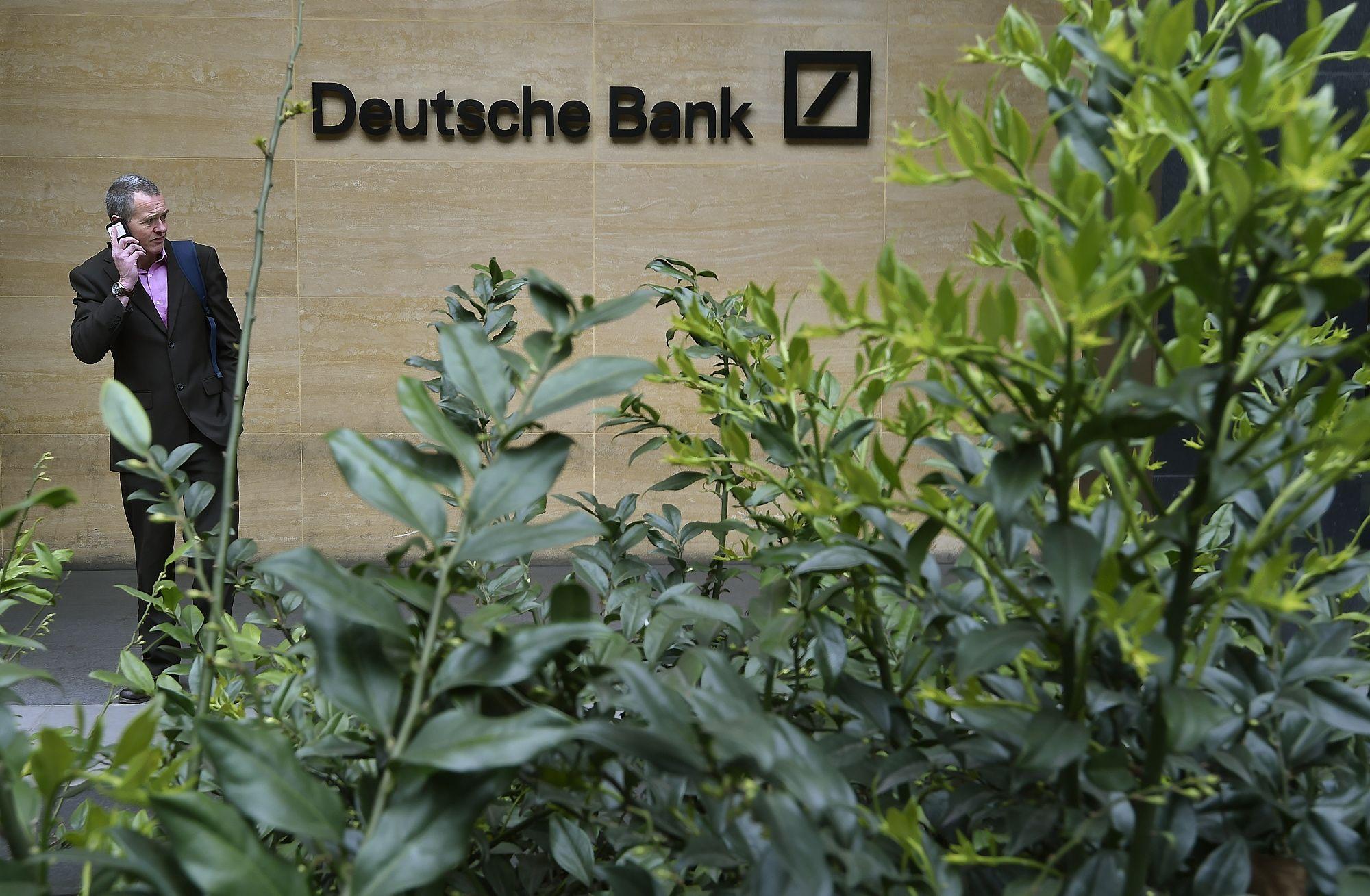 10 buvusi� �Deutsche Bank� ir �Barclays� darbuotoj� � kaltinimai d�l EURIBOR