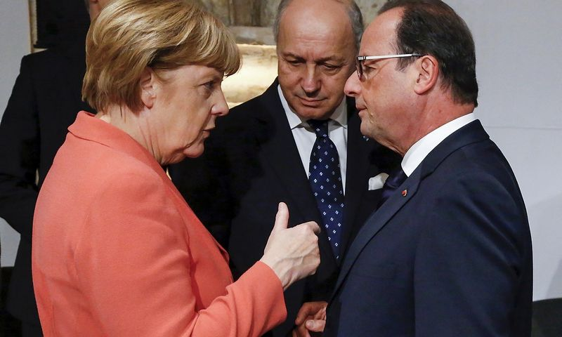 German Chancellor Angela Merkel (L) talks with French Foreign Minister Laurent Fabius (C) and French President Francois Hollande (R) at the start of the Valletta Summit on Migration in Valletta, Malta, November 11, 2015. REUTERS/Yves Herman