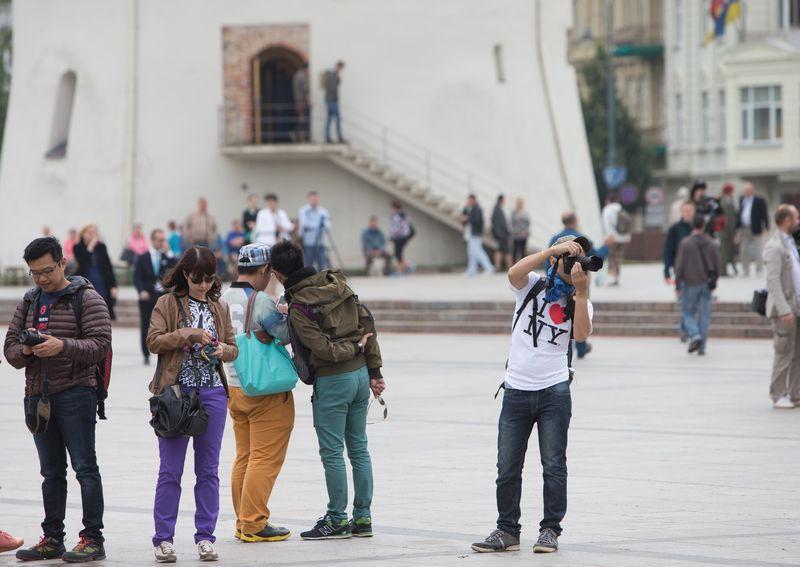 Lietuvos banko duomenimis, 2014 m. pajamos iš atvykstamojo turizmo vienam Lietuvos gyventojui siekė 410 Eur.  Juditos Grigelytės nuotr.