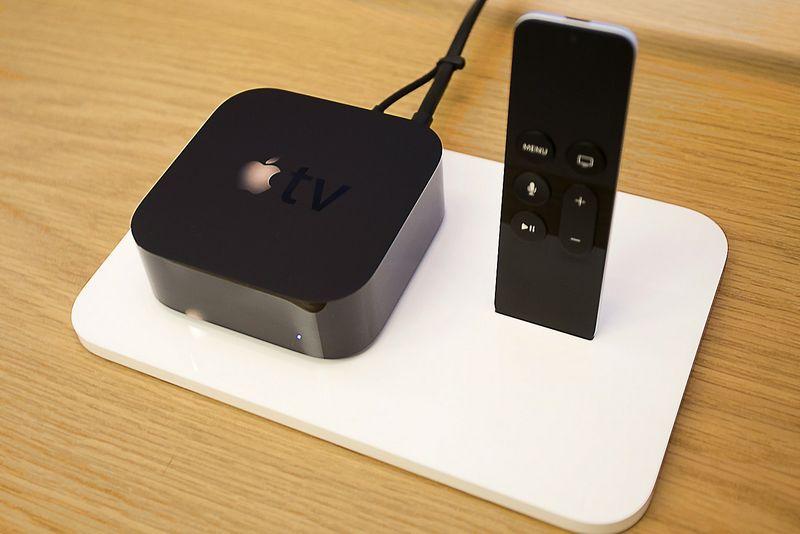 """Apple TV"" priedelis. Jonathano Alcorno (""Scanpix"" /""Reuters"") nuotr."