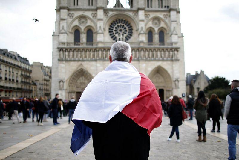 """Paryžius šį kalėdinį laikotarpį pasitiks tuštesnis nei ankstesniais metais - dalis turistų, nuogąstaudami dėl saugumo, atideda savo viešnagę į Prancūzijos sostinę.  Charleso Platiau (""""Reuters"""" / """"Scanpix"""") nuotr."""