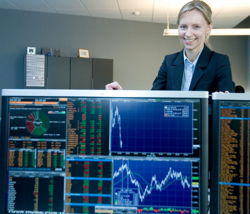 """Agnė Anzelienė, AB """"Swedbank"""" akcijų prekybos Lietuvoje skyriaus maklerė. Vladimiro Ivanovo (VŽ) nuotr."""