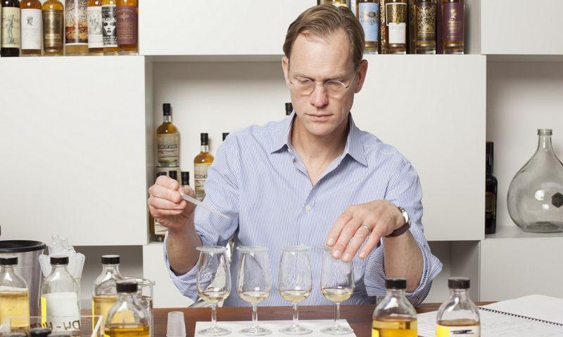 """Johnas Glaseris šiemet buvo įtrauktas į žurnalo """"Whisky Advocate"""" paskelbtą 30 įtakingiausių visų laikų Škotijos viskio industrijos asmenybių sąrašą. Platintojams J. Glaserio išsiuntinėti lankstinukai supykdė Škotijos viskio gamybos prižiūrėtojus.   """"Compass Box"""" nuotr."""