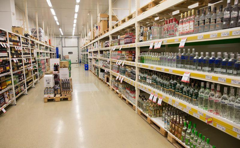 Rusijoje prekyba nelegaliu alkoholiu taip įsisiūbavo, kad I šių metų ketvirtį legalaus alkoholio pardavimas krito penktadaliu. Juditos Grigelytės (VŽ) nuotr.
