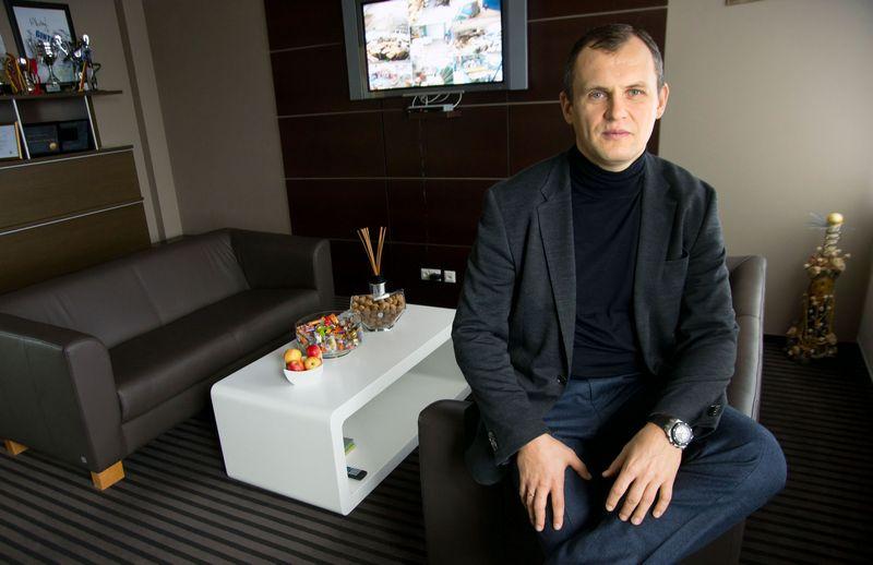 """Gintaras Dirkstys, UAB """"Gintaro baldai"""" generalinis direktorius, sako, kad dalį baldų salonų Lietuvoje nusprendusi uždaryti bendrovė plėtros planų Latvijoje ir Estijoje neatsisako.  Algimanto Kalvaičio nuotr."""