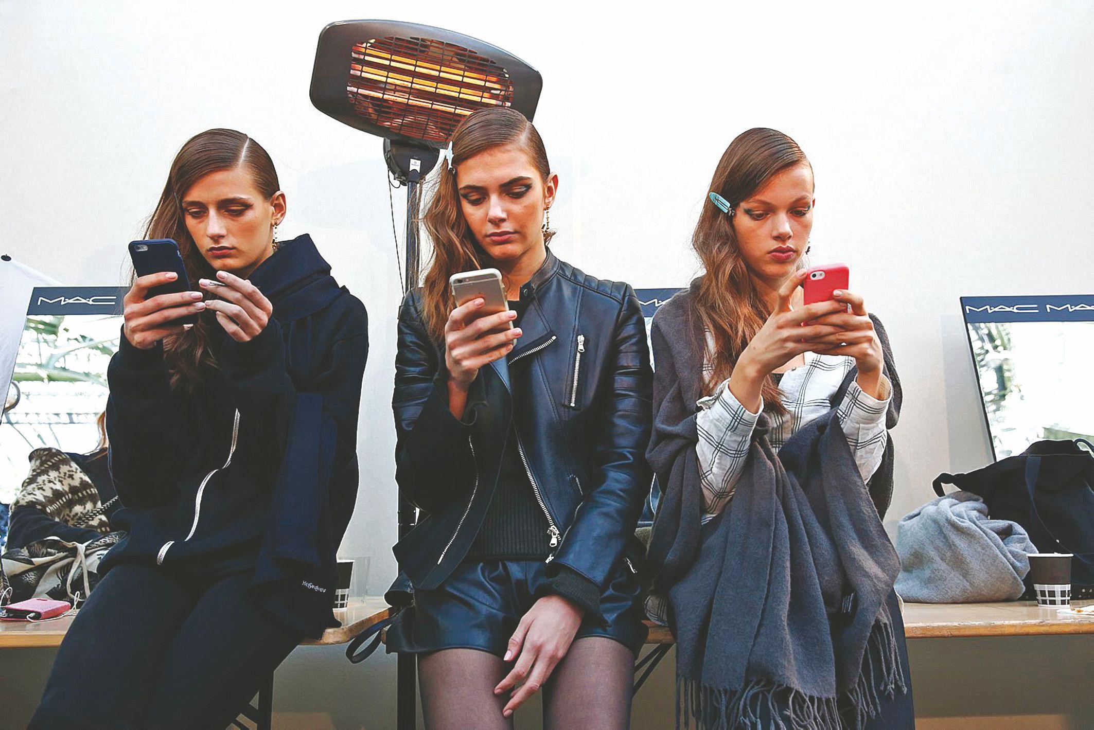 VOLTE banga nu�luos senus mobiliuosius�tinklus