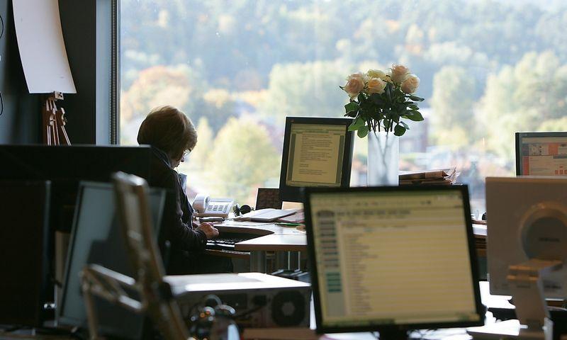 Galimybė dirbti ilgesnes darbo valandas Lietuvoje neretai vertinamas kaip darbuotojo, ypač vadovo, privalumas. Juditos Grigelytės (VŽ) nuotr.