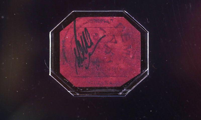 Šis XIX amžiaus vieno cento vertės pašto ženklas iš buvusios Britų Gvianos Niujorko aukcione pernai buvo parduotas už rekordinę 9,48 mln. JAV dolerių sumą. Suzanne Plunkett /Reuters nuotr.