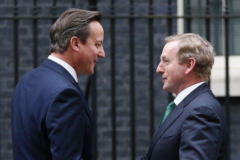 """Enda Kenny, Airijos premjeras (dešinėje), pabrėžia, kad jo šalies ekonominių interesų visiškai neatitiktų Britanijos pasitraukimas iš ES. Stefano Wermutho (""""Reuters"""" / """"Scanpix"""") nuotr."""
