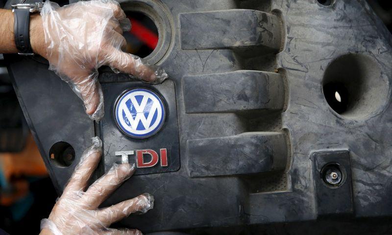 """""""Volkswagen"""" žada, kad taisant dyzelius klientams nereikės aukoti galios. Dado Ruvico (""""Reuters"""" / """"Scanpix"""") nuotr."""