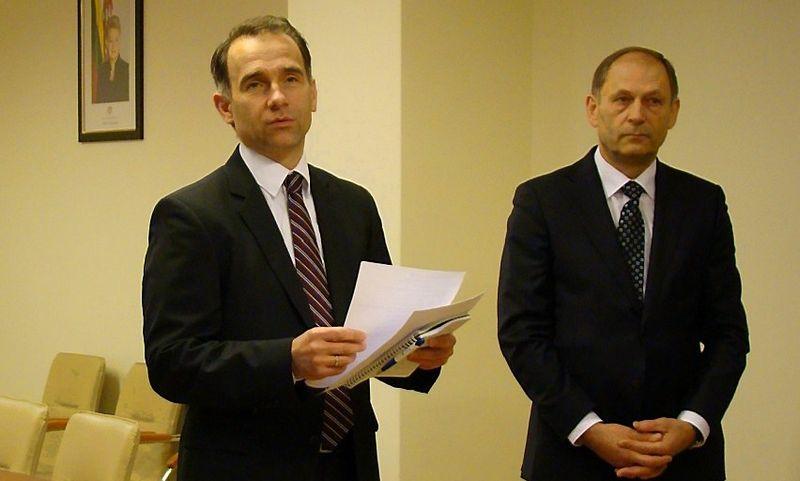 Iš kairės: Rokas Masiulis, energetikos ministras, ir Jurgis Dumbrava, Valstybinės energetikos inspekcijos vadovas. Energetikos ministerijos nuotr.