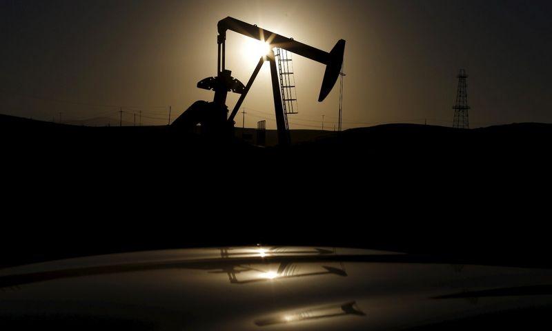 """2016 m. tęsis naftos pardavėjų kovos dėl rinkų. """"Reuters"""" nuotr."""
