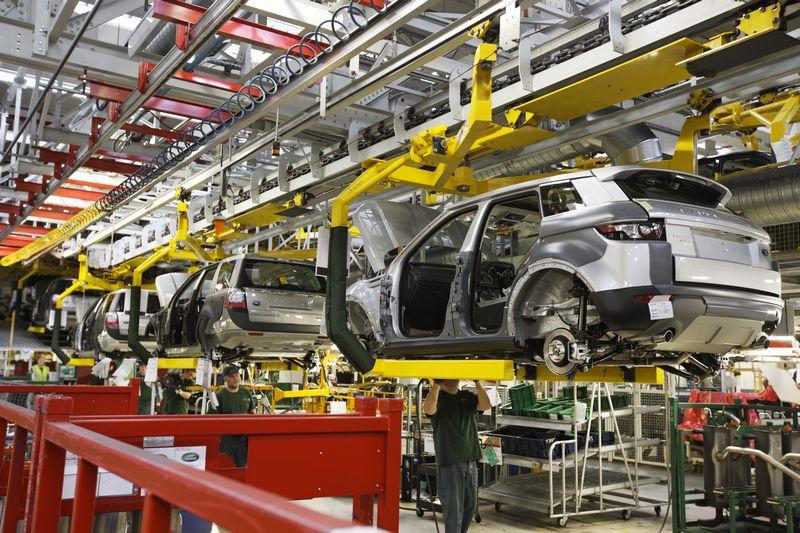 """Slovakai pasiūlymą pateikė vėlai, bet gana stiprų, – birželio pradžioje metė visas užsienio investicijų pajėgas, kad gamykla atsirastų Slovakijoje. """"Jaguar Land Rover"""" nuotr."""