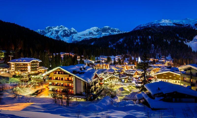 """Slidininkų rojumi vadinamų Dolomitinių Alpių itališkojigrandinės dalis dunkso būtent čia. """"Matton"""" nuotr."""