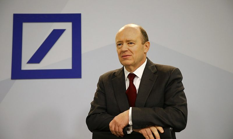 "Johnas Cryanas, ""Deutsche Bank"" vadovas. Kai Pfaffenbacho (""Reuters"" / ""Scanpix"") nuotr."