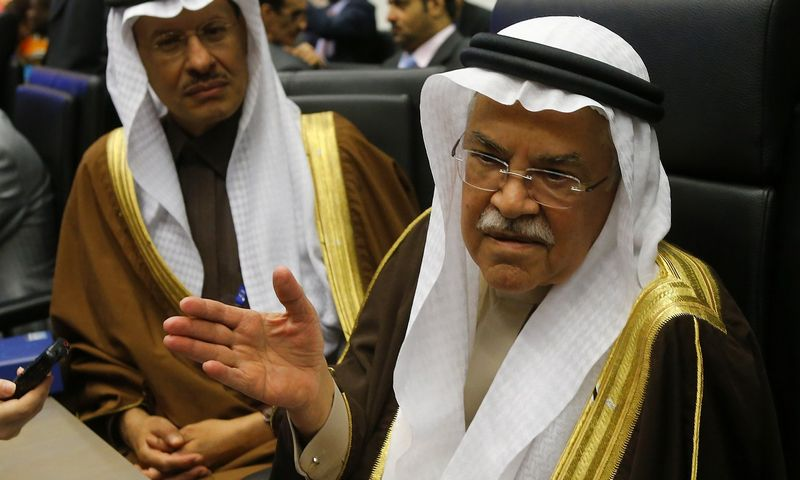 Saudi Arabian Oil Minister Ali al-Naimi talks to journalists during a meeting of OPEC oil ministers in Vienna, Austria, December 4, 2015.  REUTERS/Heinz-Peter Bader