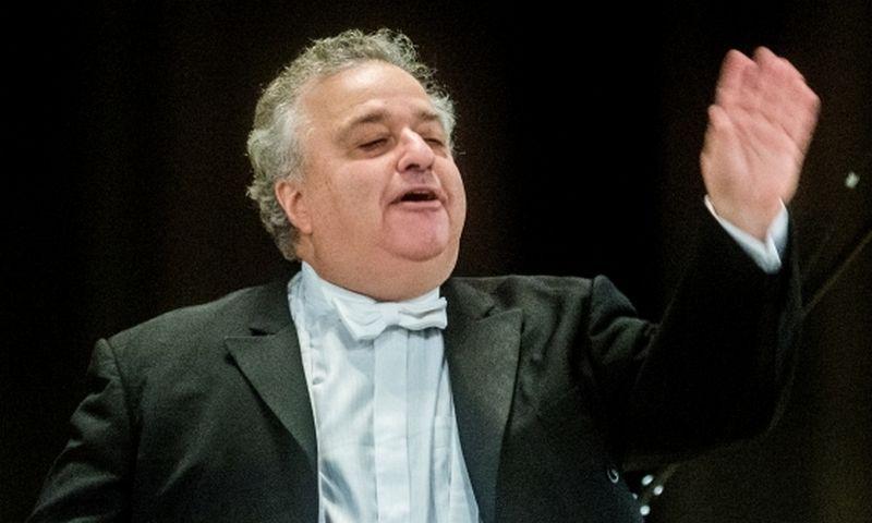 Lioras Shambadalas, Berlyno simfoninio orkestro (Berliner Symphoniker) vyriausiasis dirigentas, būtent su Lietuvos kameriniu orkestru užsimojo atlikti nebaigtų W. A. Mozarto kūrinių fragmentus.   Lietuvos nacioalinės filharmonijos nuotr.