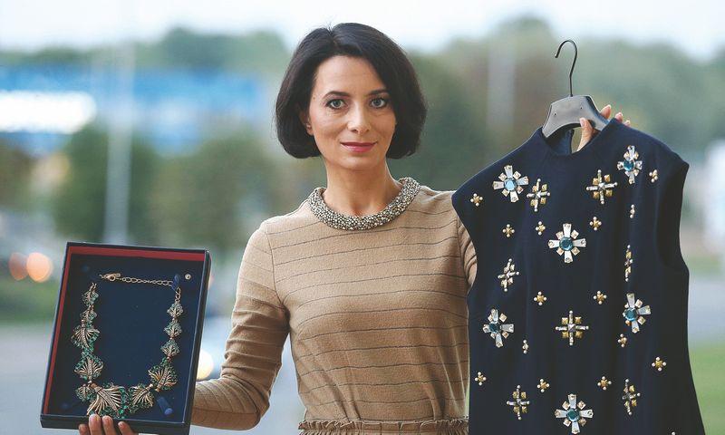 """Žaklina Aišparienė, """"Rent Boutique"""" verslo plėtros vadovė: """"Klientui išsiunčiame 4 skirtingus drabužius, o jis sumoka tik už vieną, kurį nusprendžia vilkėti per šventę."""" Algimanto Barzdžiaus nuotr."""