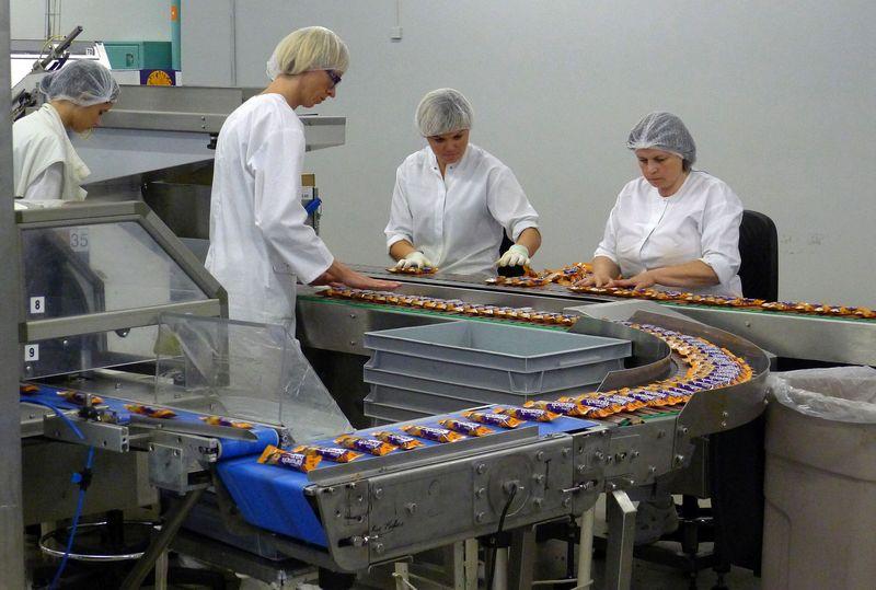 """Daugiau nei 95% UAB """"Mondelez Lietuva Production"""" pagamintų šokolado gaminių yra eksportuojami į Didžiąją Britaniją, Švediją, Norvegiją, Lenkiją, Prancūziją ir Belgiją. Algimanto Barzdžiaus nuotr."""