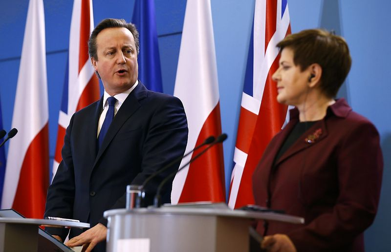 """Jungtinės Karalystės premjeras Davidas Cameronas neužsitikrino Lenkijos vyriausybės vadovės Beatos Szydlo pritarimo reformoms. Kacpero Pempelio (""""Reuters"""" / """"Scanpix"""") nuotr."""