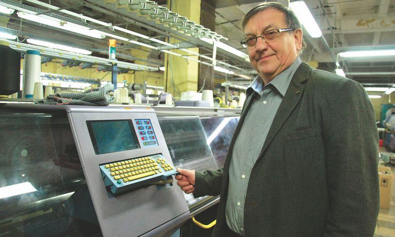 """Valdas Pacevičius, siuvimo ir mezgimo įmonių grupės """"Gija"""" savininkas: """"Norvegai sutinka mokėti mums daugiau nei kinams, nes mūsų ir kokybė aukštesnė, o Azijos siuvėjai pateikia ir nekokybiškos produkcijos.""""  INDRĖS SESARTĖS (VŽ) NUOTR."""