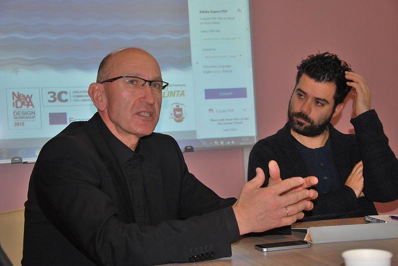"""Architektas Jonas Audėjaitis (kairėje) ir elektrinio traukinio Kaune projekto vadovas Andrea Busato iš Italijos dizaino mokyklos """"Scuola Italiana Design-PST Galileo"""". Indrės Sesartės (VŽ) nuotr."""