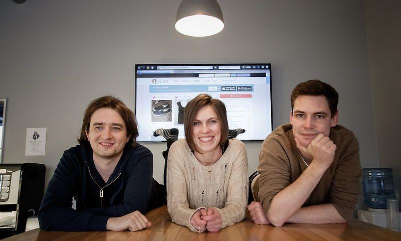"""Drabužių mainų ir pardavimo platformos """"Vinted"""" įkūrėjai (iš kairės): Justas Janauskas, direktorius, Milda Mitkutė, marketingo vadovė ir Mantas Mikuckas, vykdomasis direktorius. Vladimiro Ivanovo (VŽ) nuotr."""