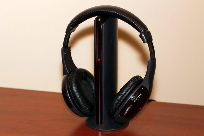 Belaidis FM ausinių komplektas  – nebrangus ir universalus įrenginys. Liutauro Leščinsko nuotr.