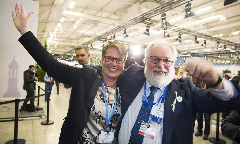 The norwegian Minister of Climate and Environment, Tine Sundtoft and Miguel Arias Ca?ete after the UN climate conference COP21 in Paris in 2015.  Berit Roald / NTB scanpix