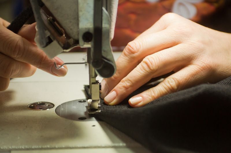 Anksčiau įmonėje dirbo 2 siuvėjos, dabar siuvimo paslaugas nuspręsta pirkti iš kitų siuvyklų. Algimanto Kalvaičio nuotr.