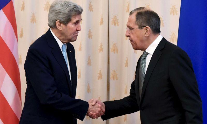 "Johnas Kerry ir Sergejus Lavrovas. ""Reuters"" / ""Scanpix"" nuotr."