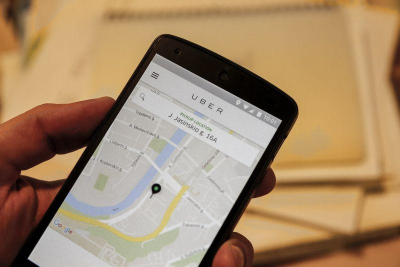 """""""Uber"""" programėlė, kuri leidžia išsikviesti laisvai samdomą vairuotoją. Vladimiro Ivanovo (VŽ) nuotr."""