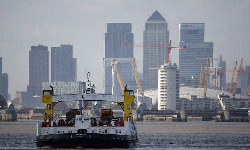 """Londonas, verslo ir finansų rajonas Canary Wharf. Russello Boyce'o (""""Reuters"""" / """"Scanpix"""") nuotr."""