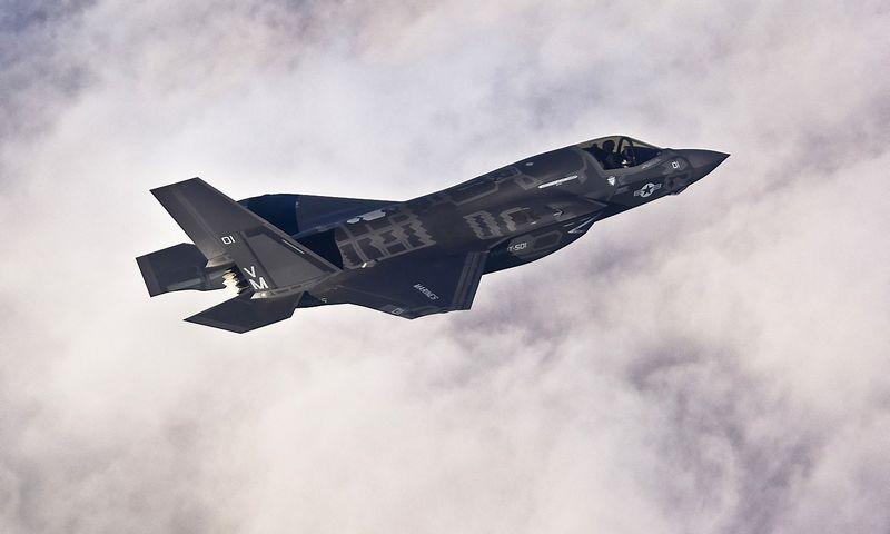 """Lockheed Martin"" naikintuvo ""F-35B Lightning II"" testavimas. ""Reuters"" / ""Scanpix"" nuotr."