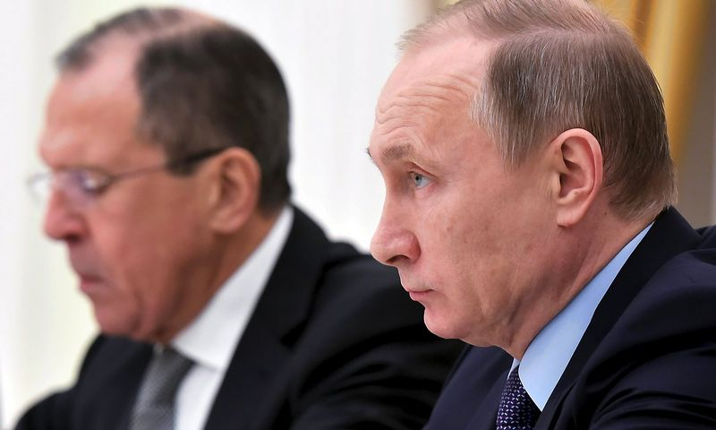 Russia's president Vladimir Putin (R) and Russia's Foreign minister Sergei Lavrov take part in a meeting with US Secretary of State and US Ambassador in Russia at the Kremlin in Moscow December 15, 2015.    REUTERS/Mandel Ngan/Pool