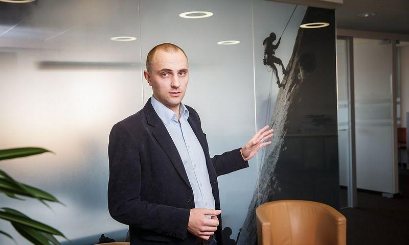 """Dovydas Zinkevičius, """"Columbus Lietuvos"""" pardavimų direktorius, įspėja, kad įmonės pasiruoštų VMI sistemos """"i.MAS"""" diegimui ir numatytų papildomų lėšų investicijoms, nes verslo valdymo sistemas teks pertvarkyti, kaip ir prieš įvedant eurą. Vladimiro Ivanovo (VŽ) nuotr."""