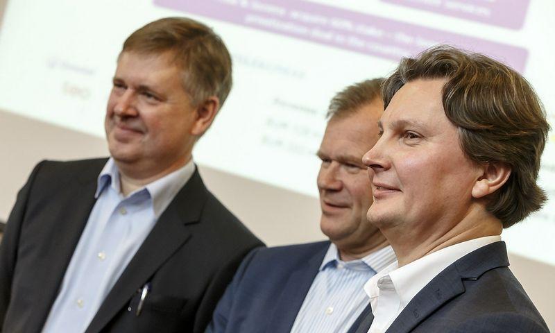 """Iš kairės: Danas Strombergas, """"Omnitel"""" generalinis direktorius, Robertas Anderssonas, """"Teo"""" valdybos pirmininkas, ir Kęstutis Šliužas, """"Teo"""" vadovas. Vladimiro Ivanovo (VŽ) nuotr."""