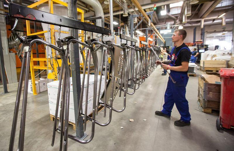 Kitąmet labiausiai investicijos didės variklinių transporto priemonių bei odos ir odos gaminių gamybos įmonėse. Juditos Grigelytės (VŽ) nuotr.